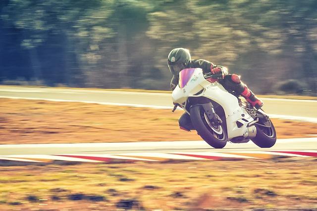 moto-2038836_640